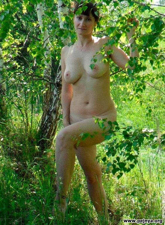 Жены голышом на природе