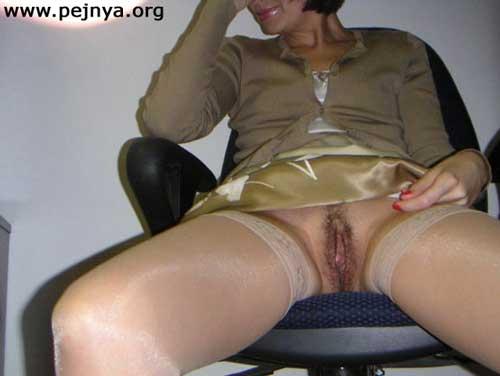 домашнее порно фото под юбкой без трусов